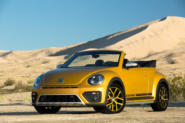 Front 3/4 view of 2017 Volkswagen Beetle Convertible 1.8T Dune