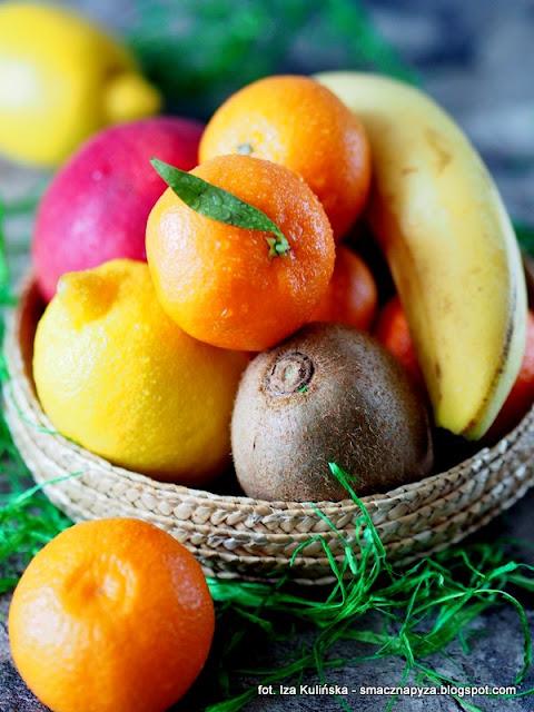 koktajl witaminowy, koktajl owocowy, nasiona chia, szalwia hiszpanska, sniadanie mistrzow, owoce, zmiksowane owoce z chia, koktajl zimowy