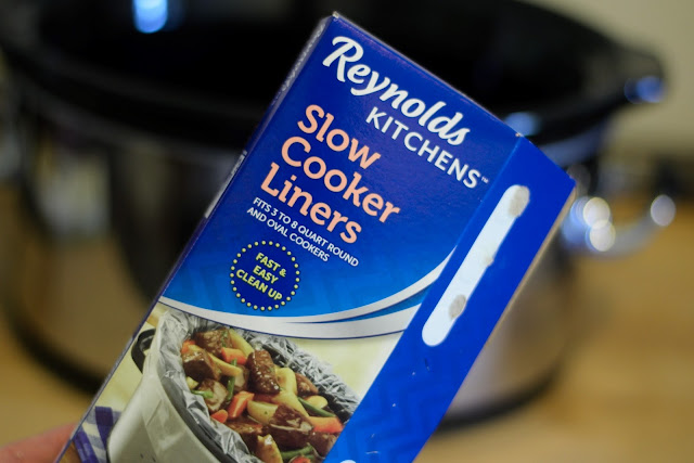 A box of of slow cooker liners.