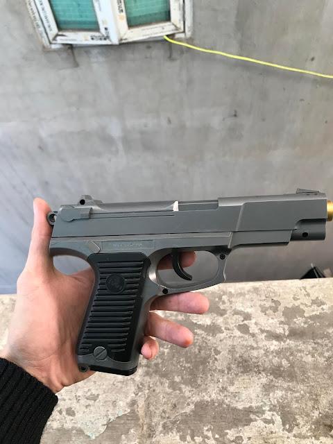 súng lục bắn đạn thạch