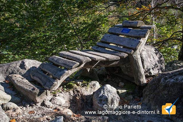 Lavertezzo Brione: panchina in legno