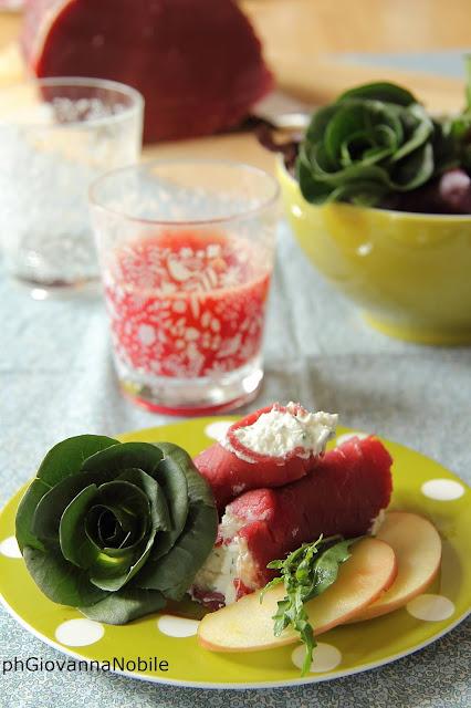 Involtini di arrosto di manzo affumicato Lenti, con insalata mista