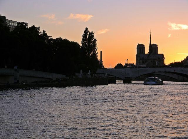 Paryż, kościół, rzeka, zabytki Paryża, rejs po Sekwanie