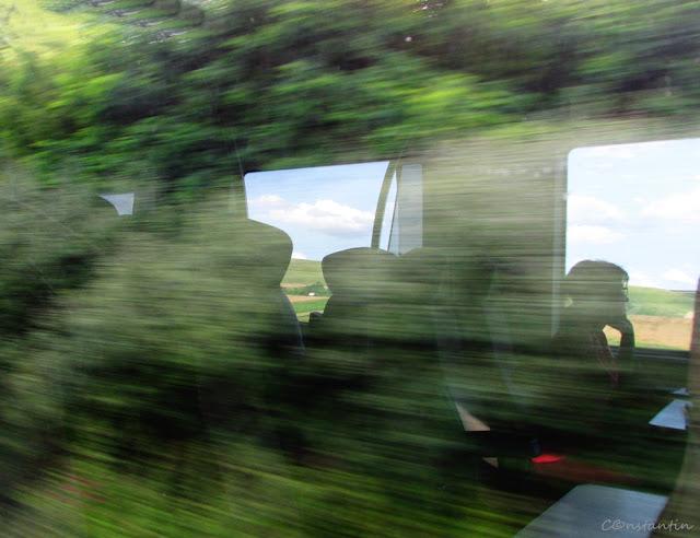 Reflexii - tren Bucuresti - Iasi - blog FOTO-IDEEA