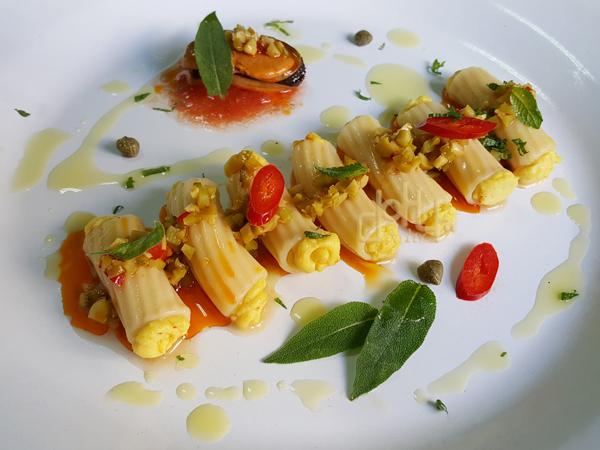 Ensalada de pasta rigatoni rellena