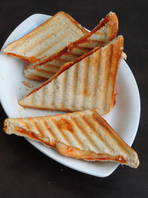 Easy Cheese Pizza Sandwich.jpg