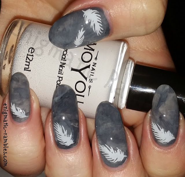 feather-marble-nails-nail-art