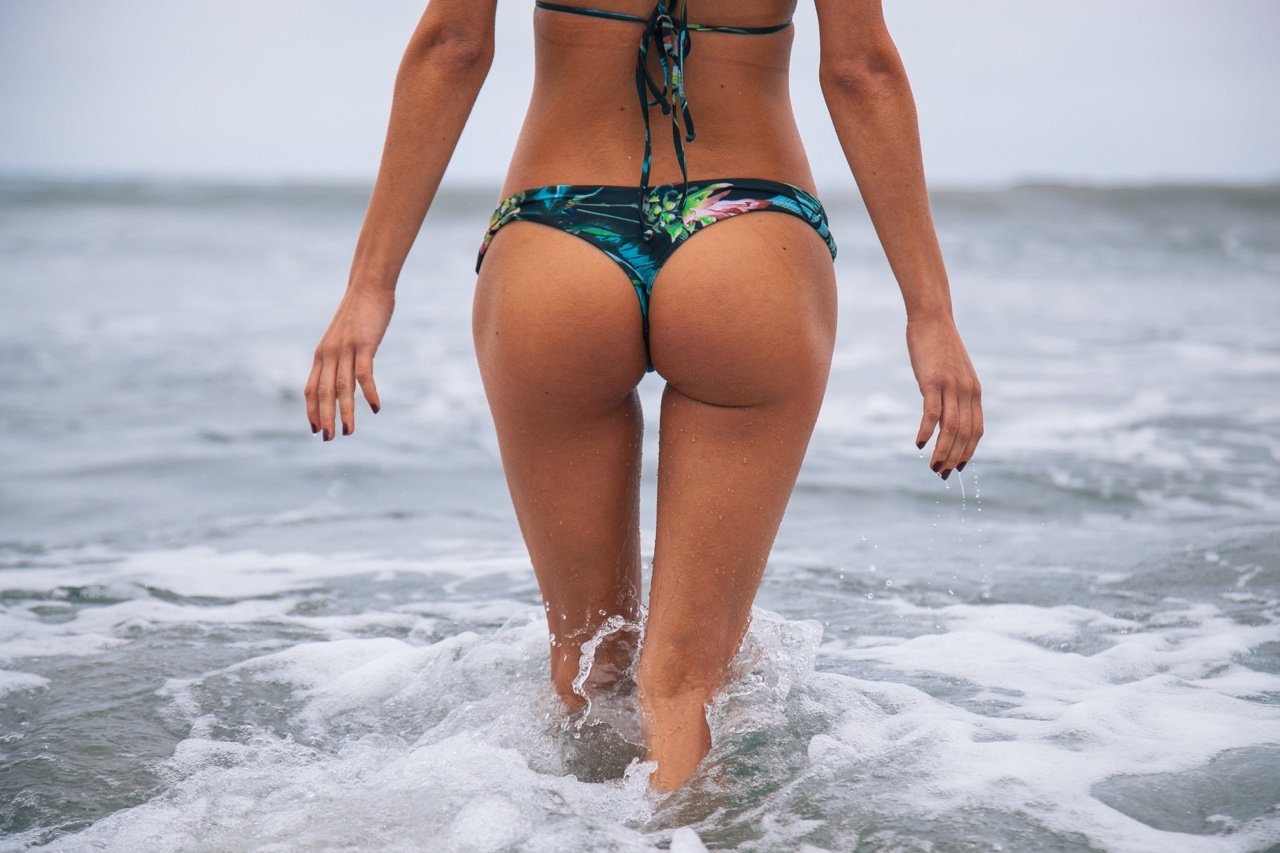 girls-that-are-shaking-their-butt-at-the-beach-failure-to-produce-sperm