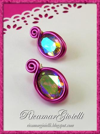 Orecchini in wire con cristalli ovali