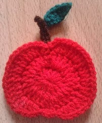 http://translate.googleusercontent.com/translate_c?depth=1&hl=es&rurl=translate.google.es&sl=en&tl=es&u=http://bitsandbobblesblog.blogspot.co.uk/2013/02/how-to-crochet-apple.html&usg=ALkJrhi_CF2w2NHjnAGiDknqbjUTyVSPcg