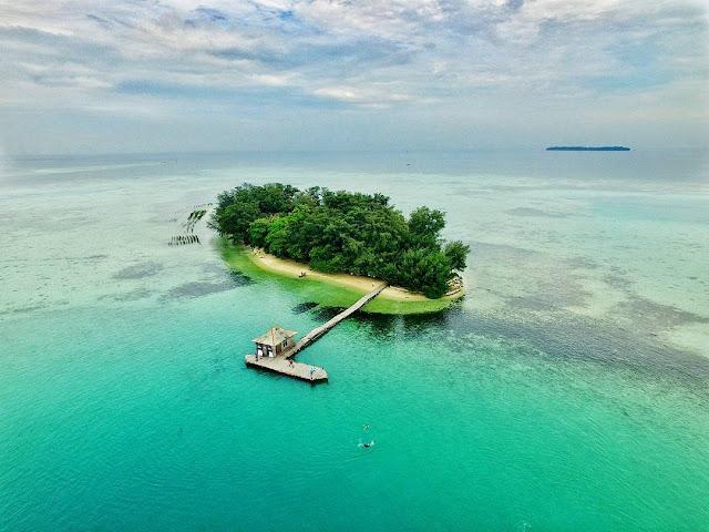 foto pemandangan pulau semak daun kepulauan seribu