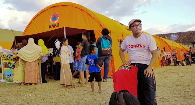 Kak Awam, Pendongeng Setia yang Selalu Sigap Menghibur Anak-Anak Korban Bencana
