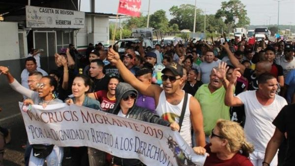 Continúa avance de migrantes por México hacia EE.UU.