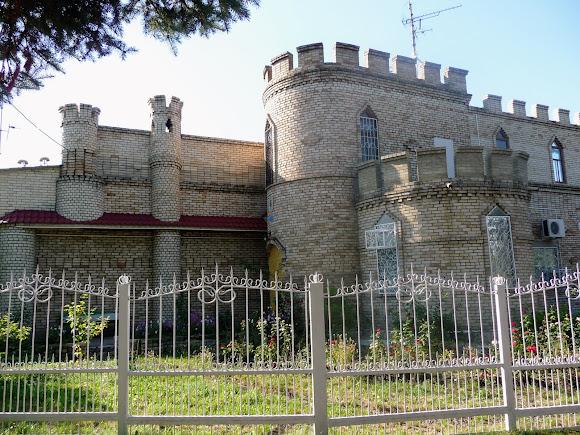 Константиновка. Парк культуры и отдыха «Юбилейный». Замок Жулия