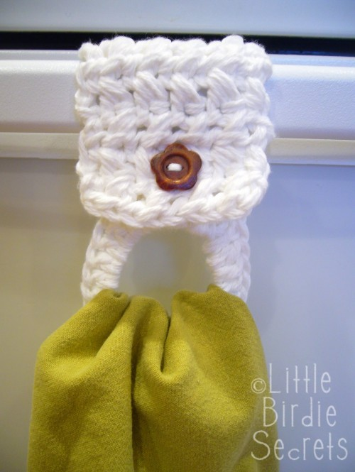 Crocheted Towel Holder - Easy Free Pattern