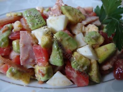 Sałatka z awokado i szynki