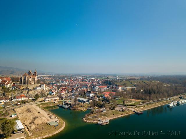 Münsterberg, Eckardsberg et l'ancien bassin servant à mettre à l'abri les éléments du pont de bateaux