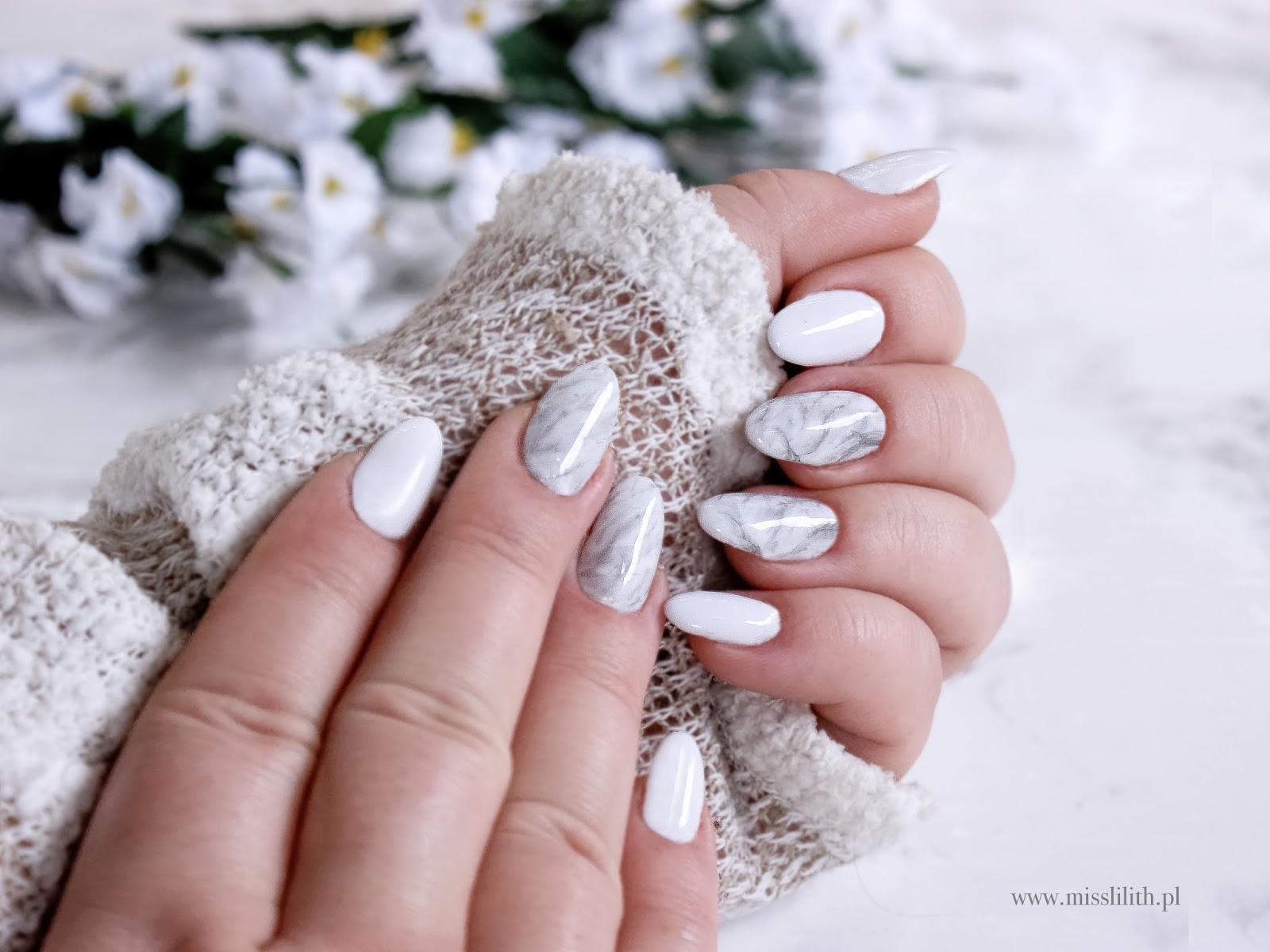 Marmurkowy manicure