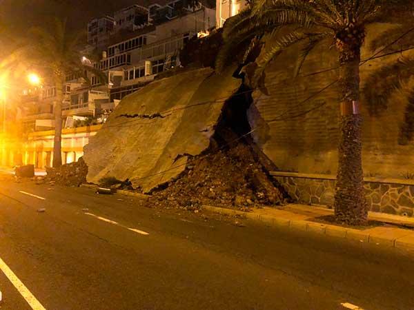 fotos desprendimiento de muro en Paseo de Chil