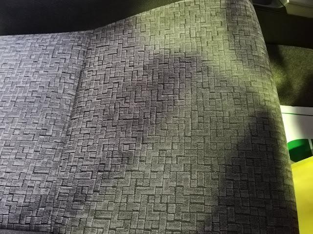 トヨタ/ランドクルーザープラド 布シートタバコの焦げ穴跡before/after