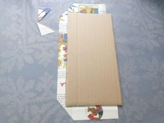 Segundo paso: pegamos el cartón al papel.