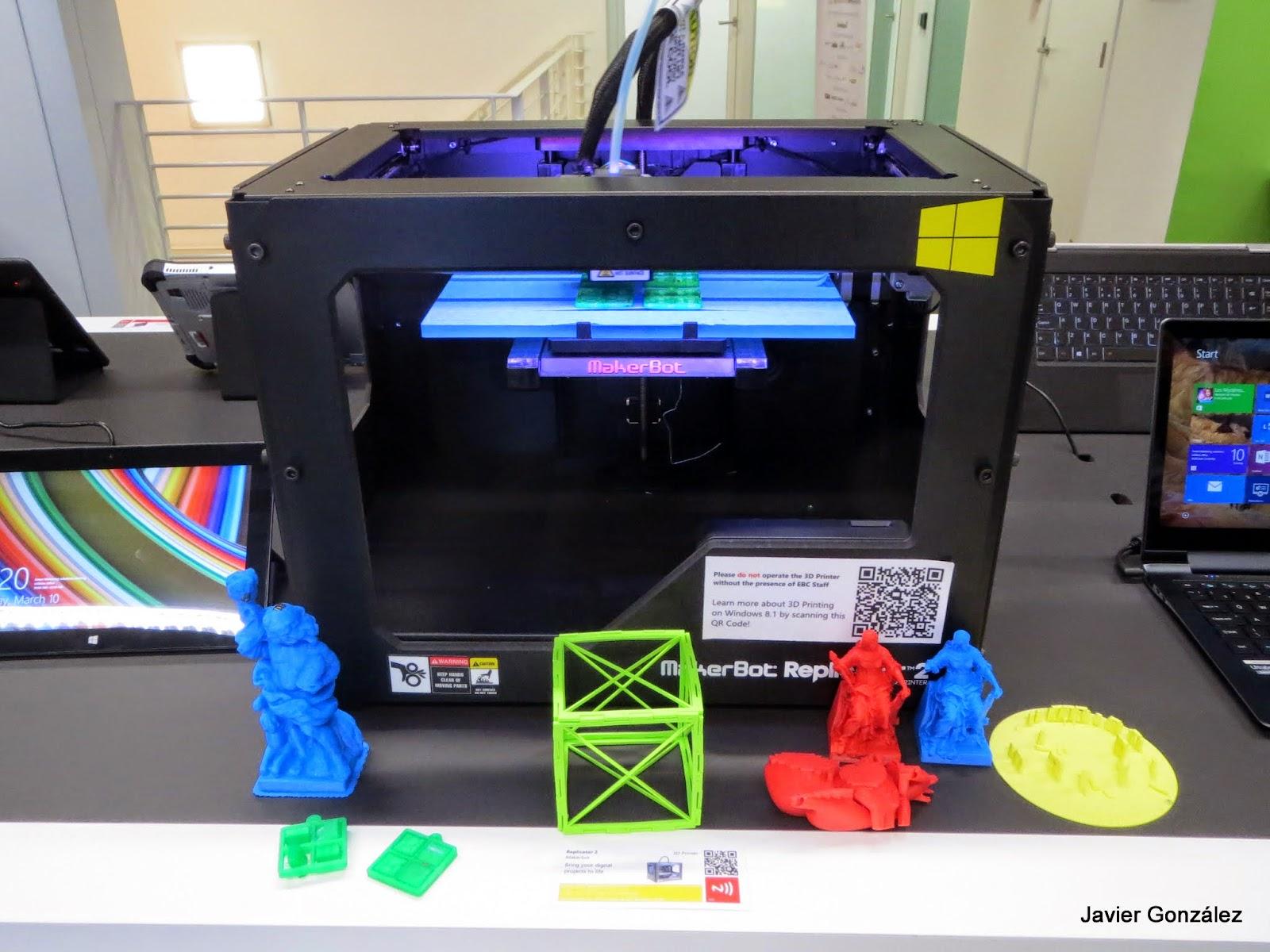 Impresora 3D construyendo Stonehenge