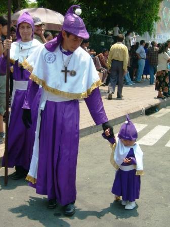 Niños Cucuruchos - Villa Nueva