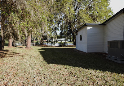 The small backyard behind a manufactured home in Lakeland, Florida.