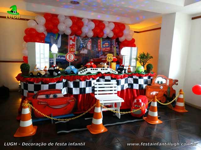 Decoração tema Carros (Disney) - Festa de aniversário infantil - Decoração mesa Carros forrada de pano(tecido)