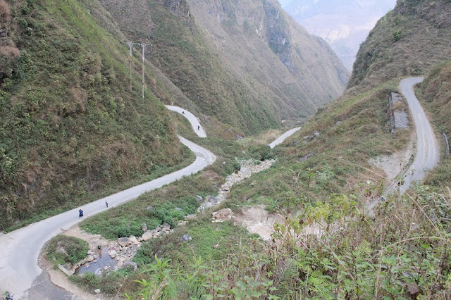Experience spectacular road stretches in Ha Giang 4