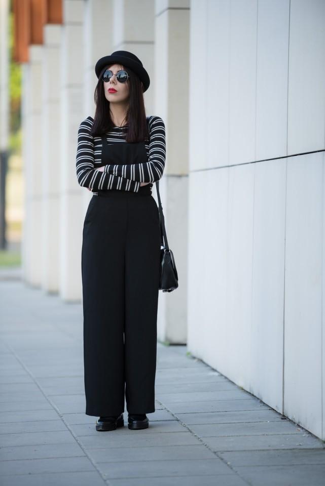 szerokie ogrodniczki | stylizacja z ogrodniczkami | bluzka w paski | moda alternatywna | stylizacja z kapeluszem | okulary lenonki | bluzki bez ramion | blog o modzie | blogerka modowa