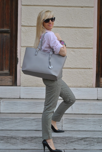 camicia a pois pantaloni stampati borsa michael kors outfit camicia a pois come abbinare i pois abbinamenti pois how to wear polka dots how to combine polka dots how to match polka dots outfit aprile 2016 outfit primaverili mariafelicia magno fashion blogger color block by felym fashion blogger italiane fashion blog italiani fashion blogger milano blogger italiane blogger italiane di moda blog di moda italiani ragazze bionde blonde hair blondie blonde girl fashion bloggers italy italian fashion bloggers influencer italiane italian influencer