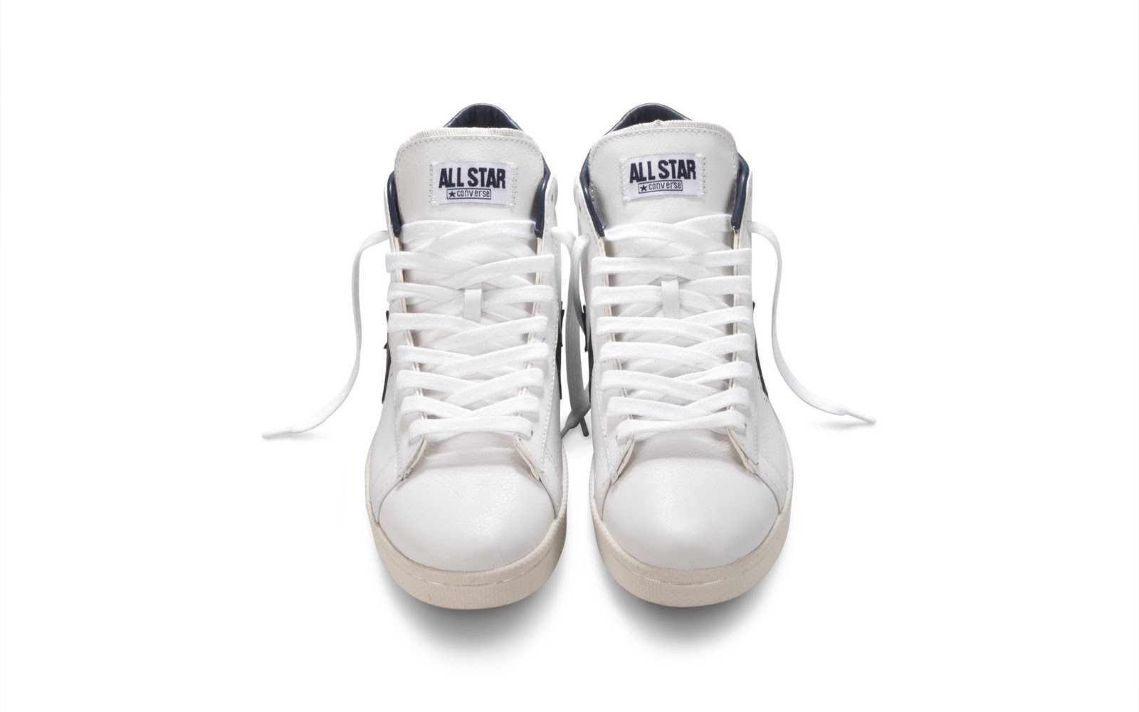b63688686c89a3 Only 168 of the white navy version will be available
