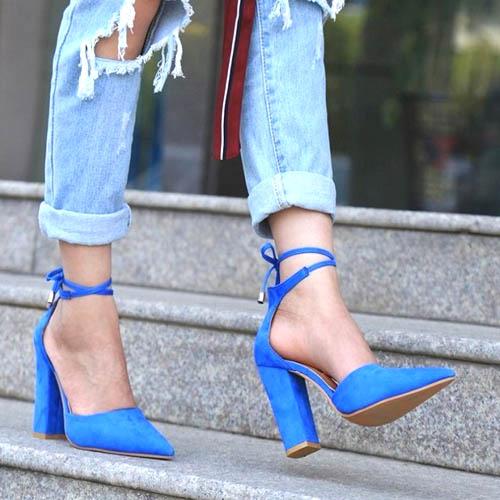 Chunky high heels ini mampu menarik perhatian banyak orang