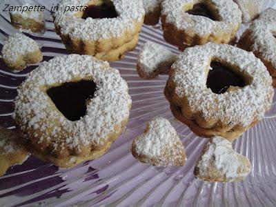Biscotti a forma di cuore con marmellata - Biscotti per San Valentino