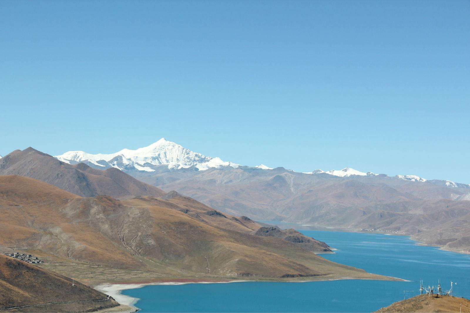 At Everest base camp, you can do a trekking around this bbeautiful lake.