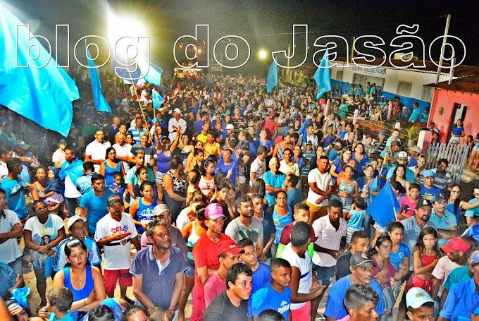 Imagens da multidão que acompanhou Lana Leite e Mestre Raimundo ate a comunidade de Morada Nova.
