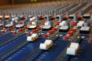 penyebab lampu cliping mixer audio menyala
