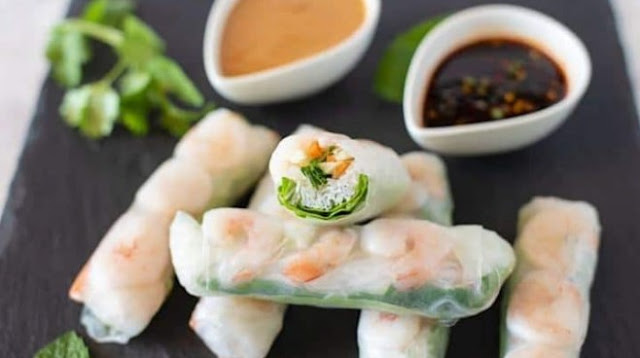 Vietnamese Spring Rolls with Peanut Butter Sauce #healthy #lowcarb