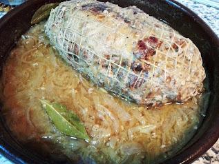 Cocinando el redondo relleno jamón serrano y piña
