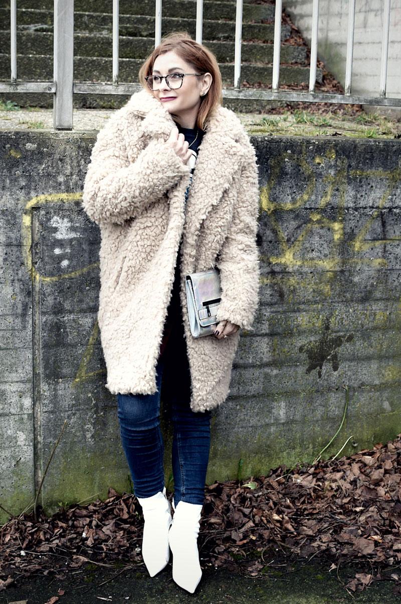 wie style ich weiße Stiefeletten, Teddyfellmantel, Ü40 Modeblog, Ü40 Outfit