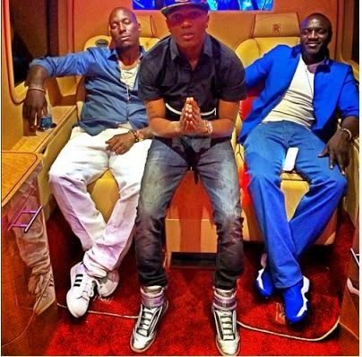 %name WIZKID STRIKES A POSE WITH TYRESE AND AKON IN L.A