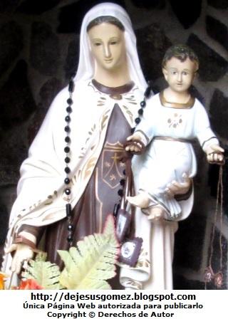 La Virgen María con el niño Jesús. Foto de la Virgen María tomada por Jesus Gómez