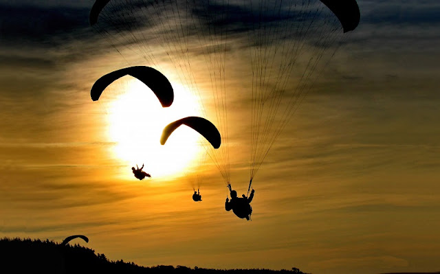 Beautiful places to play paragliding in Vietnam 8