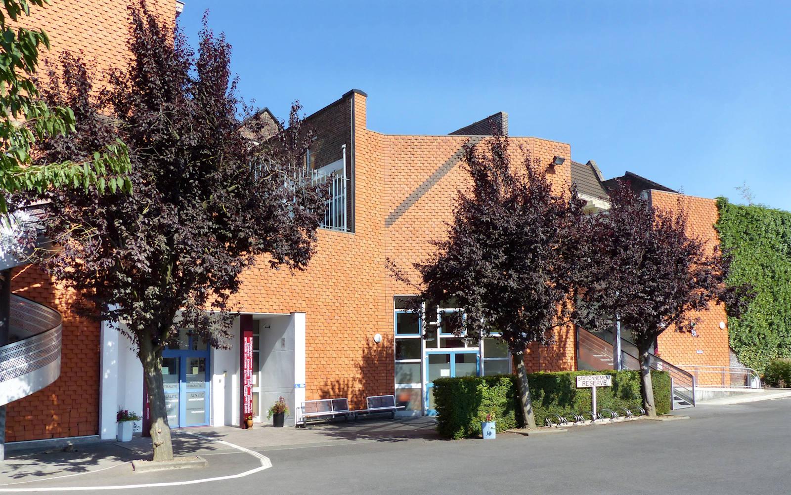 Entrée bâtiments depuis le parking IFSI