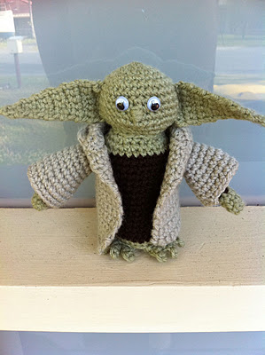 Baby Yoda Inspired Amigurumi Pattern - 1Up Crochet | 400x299