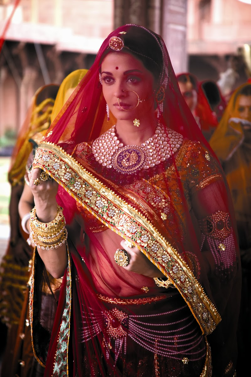 Thumb Ring (Arsi), Aishwarya Rai as Jodha in an Indian bridal ornament
