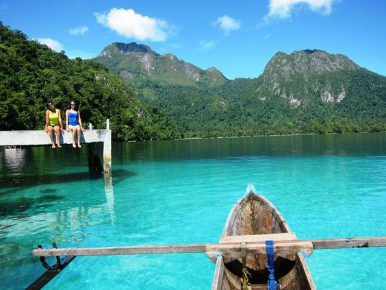 wisata pulau kakaban di kalimantan timur