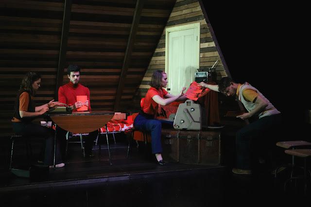 Teatro Experimental do Porto trouxe «A Tecedeira que lia Zola» a Faro
