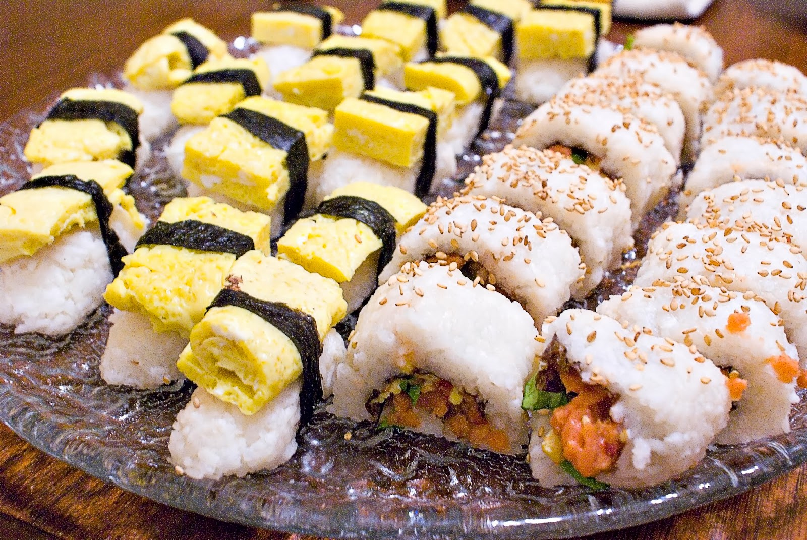 Tamago sushi and spicy salmon roll sushi